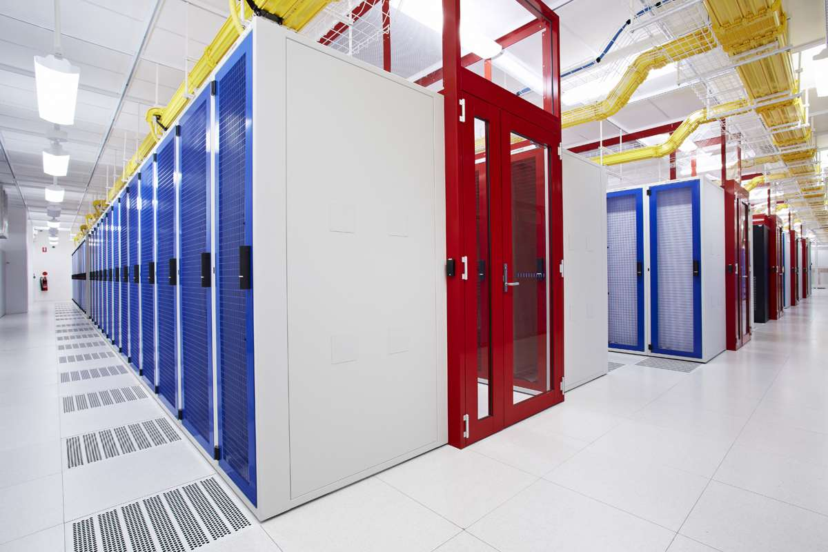 NEXTDC-M1-data-centre-racks.jpg